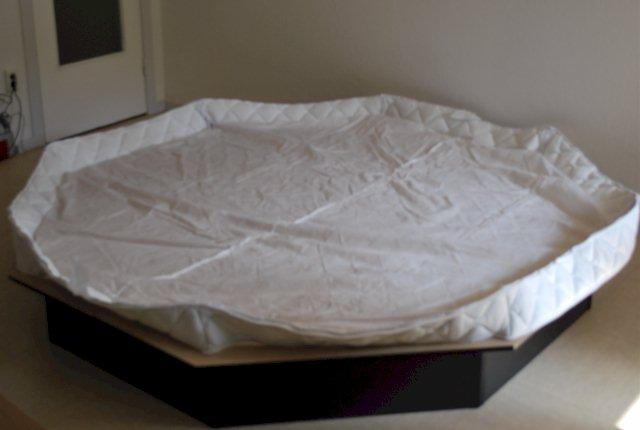 aufbauanleitung achteckiges wasserbett. Black Bedroom Furniture Sets. Home Design Ideas